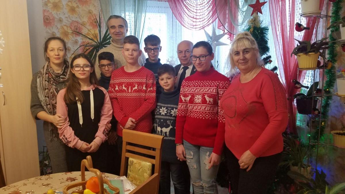 Барановский гостях у детей детского дома